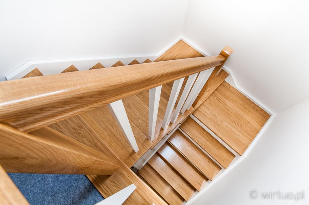 Zdjęcie schodów drewnianych