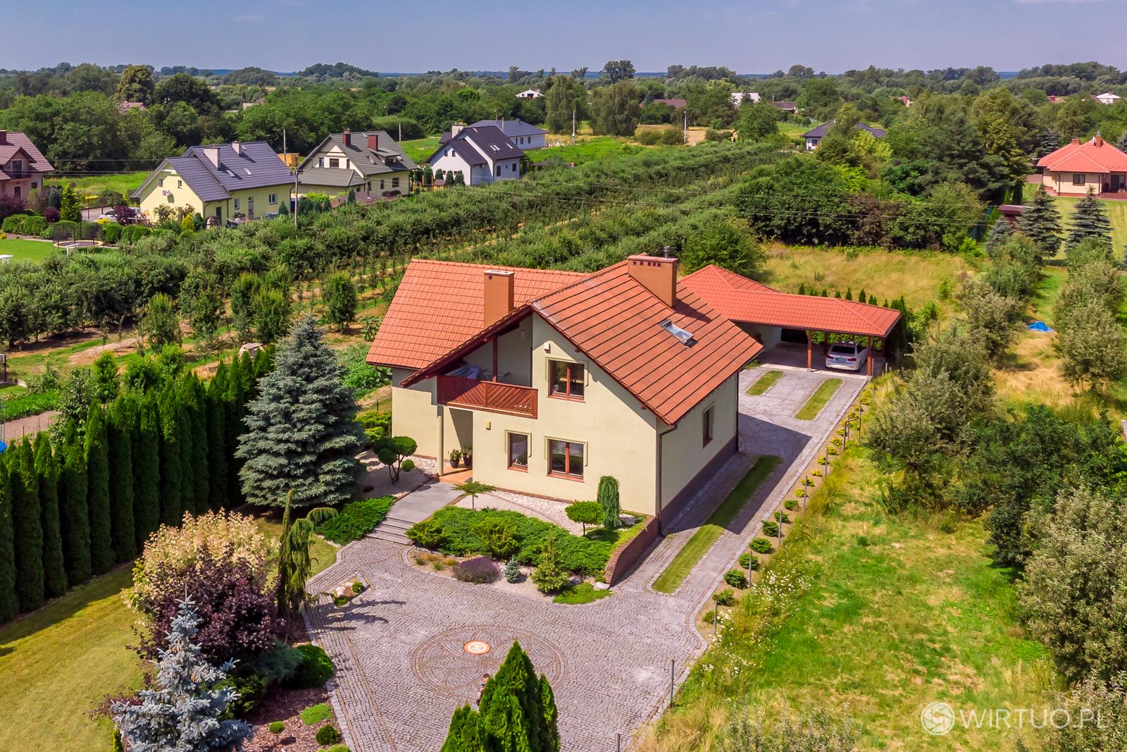Zdjęcie domu z drona